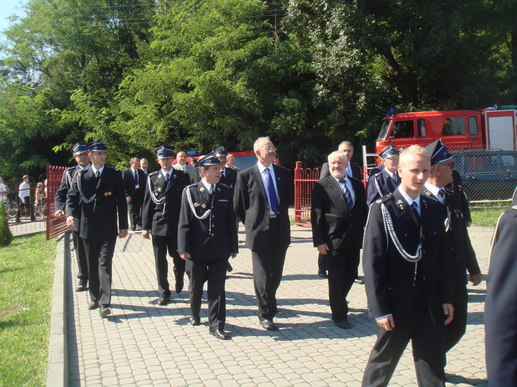Galeria zdjęć: Poświęcenie nowego samochodu strażackiego - OSP Rozbórz Długi