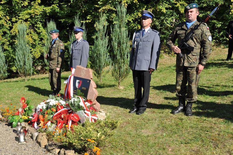 Galeria zdjęć: Uroczystość posadzenia 'Dędu Pamięci' - Świebodna 25.09.2011