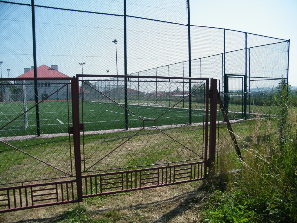 Galeria zdjęć: Budowa placu zabaw przy zespole boisk Orlik 2012 w Pruchniku