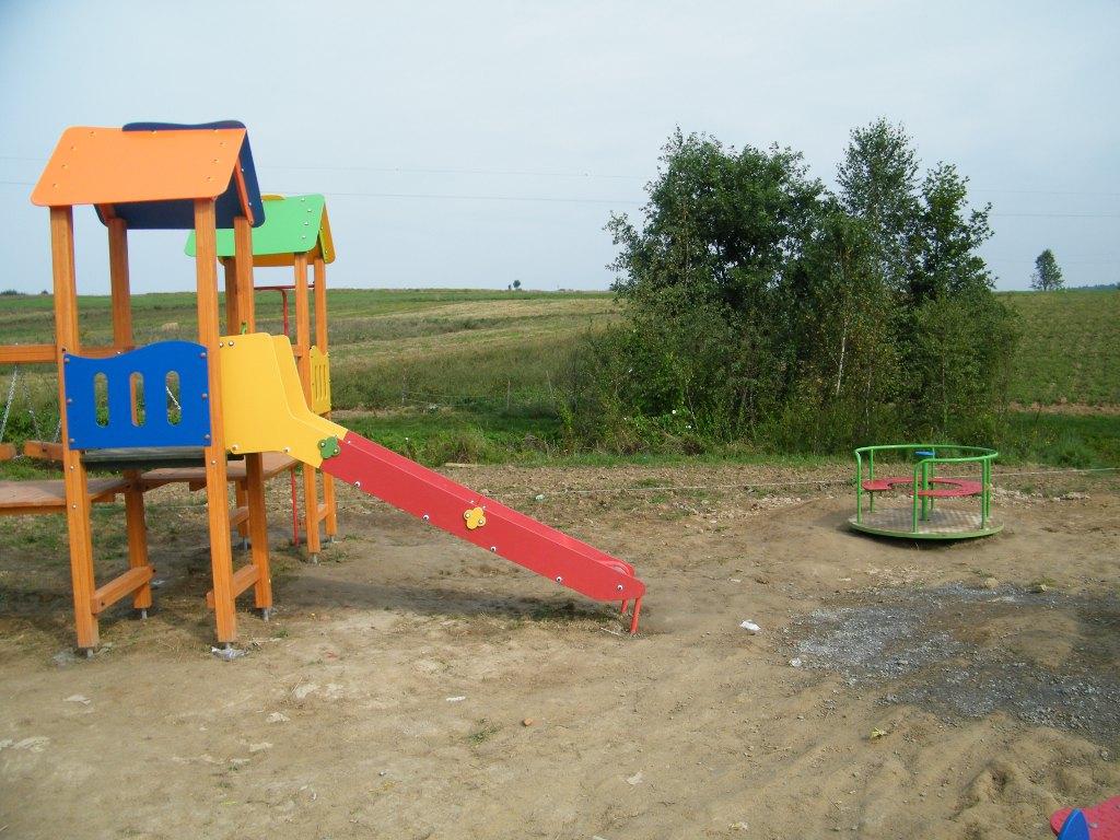 Galeria zdjęć: Budowa placu zabaw przy budynku świetlicy wiejskiej w Kramarzówce