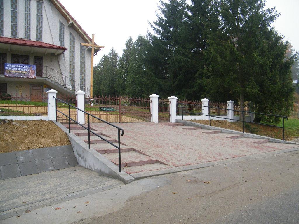 Galeria zdjęć: Remont zjazdu z drogi gminnej przy kościele filialnym w Pruchniku Górnym