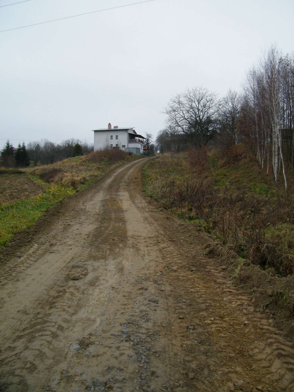 Galeria zdjęć: Remont drogi gminnej nr 140012 R w Jodłówce – do Mariana Halejcio,  położonej na dz. nr ewid. 2525/1 w km 0+000 – 0+166