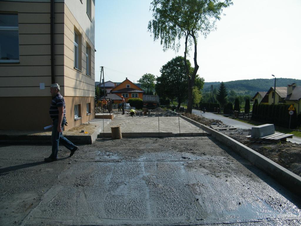Galeria zdjęć: Wykonanie placów i parkingów przy świetlicy wiejskiej w Kramarzówce