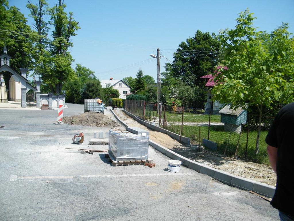 Galeria zdjęć: Przebudowa drogi gminnej 111664R z chodnikiem w miejscowości Jodłówka na długości 380 mb na działce oznaczonej nr 2310