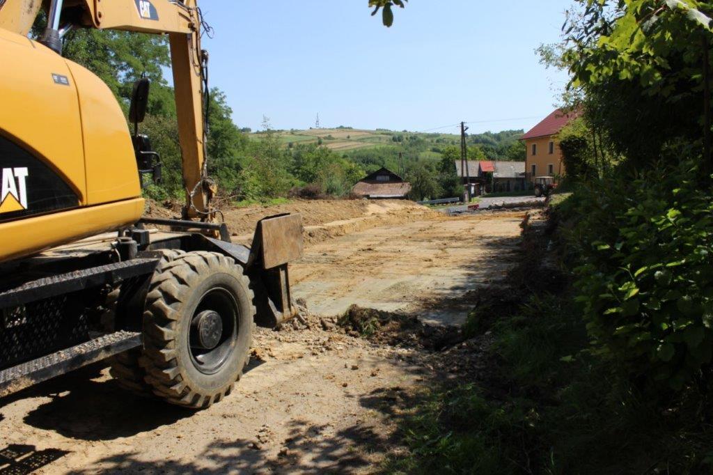 Galeria zdjęć: Przebudowa drogi gminnej nr 111664R na działkach nr ewid. 2310, 2335/3 w miejscowości Jodłówka od km 0+00 do km 0+046