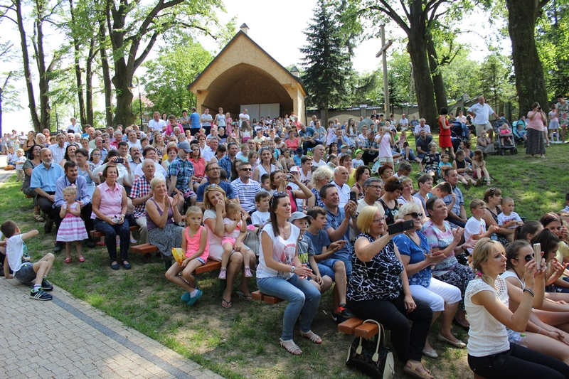Galeria zdjęć: Diecezjalna Pielgrzymka Rodzin do Sanktuarium Matki Bożej Pocieszenia w Jodłówce