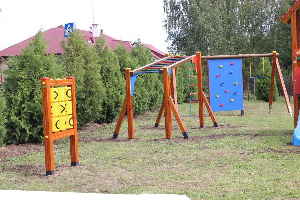 Galeria zdjęć: Plac zabaw przy Szkole Podstawowej w Rozborzu Długim
