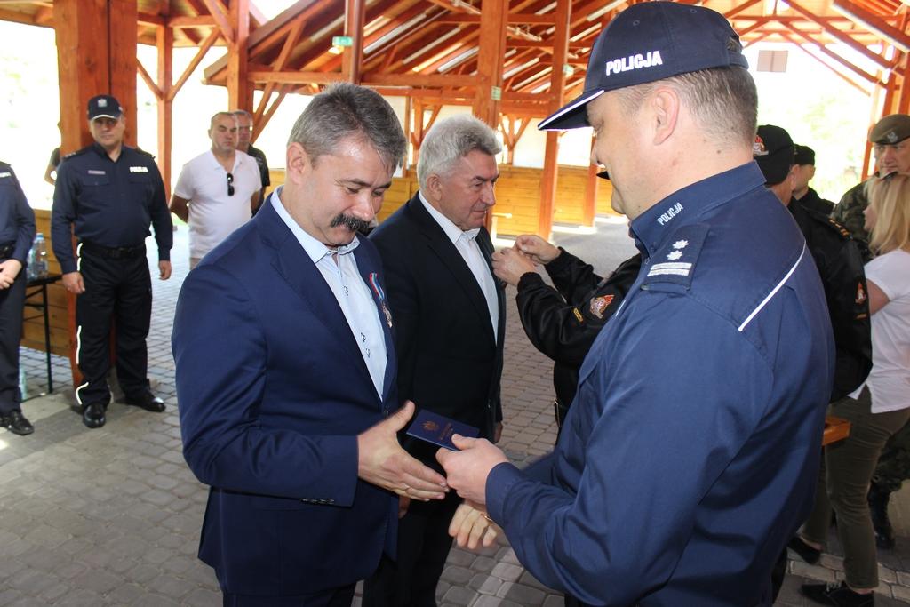 Galeria zdjęć: Wacław Szkoła - Burmistrz Pruchnika odznaczony za zasługi dla ochrony przeciwpożarowej