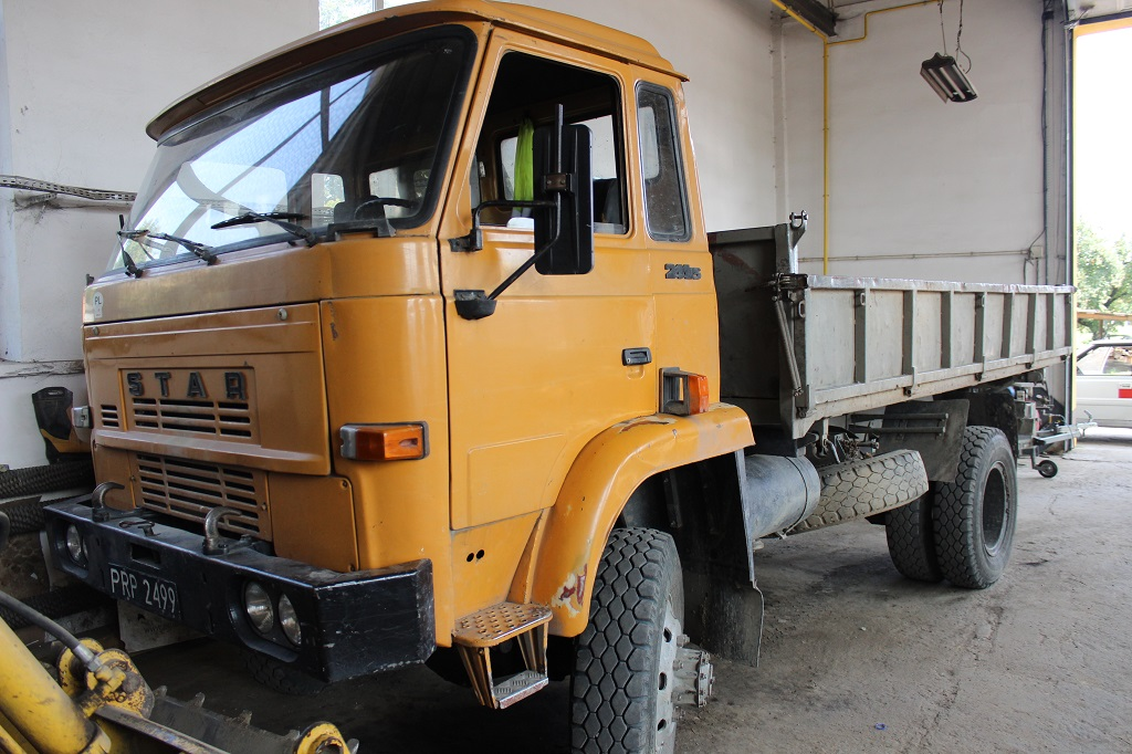 Galeria zdjęć: Przetarg ofertowy na sprzedaż samochodu ciężarowego STAR 244